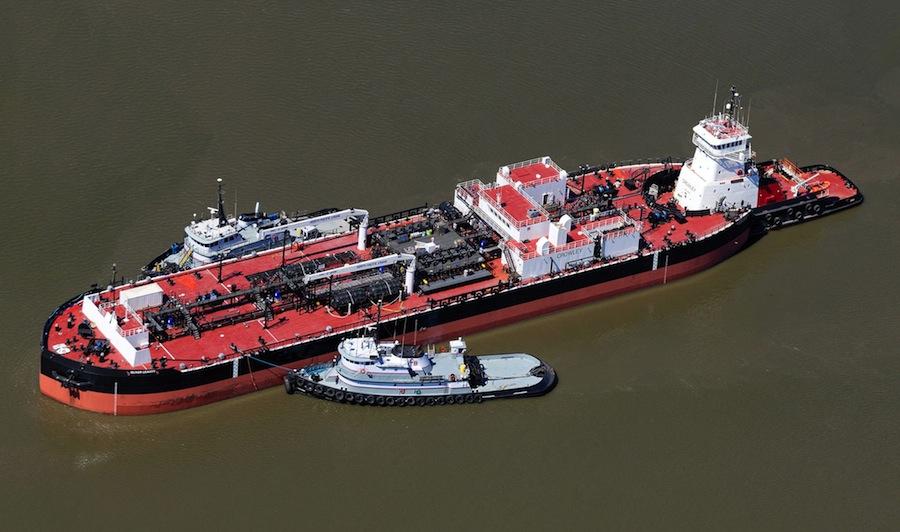 VESSEL REVIEW | Aveogan & Oliver Leavitt – 100,000-barrel, articulated tug-bargeunit dedicated to the Alaska market
