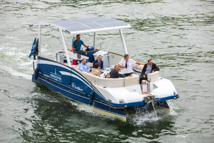 VESSEL REVIEW | Gin Tonic – Electric-powered, eight-metre tour boat for River Seine