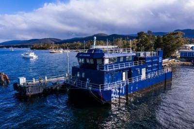 Best Feed Barge – San Hamana