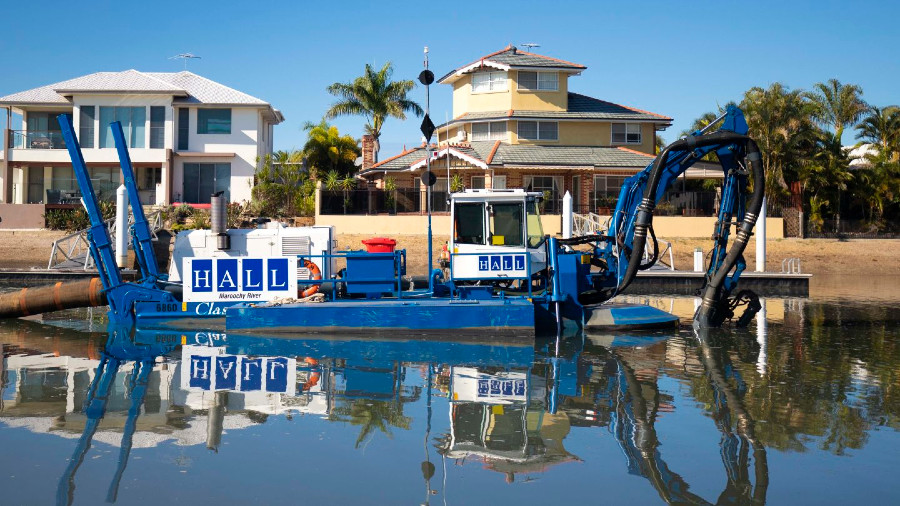 VESSEL REVIEW   Maroochy River – Hall Contracting's newest amphibious dredger to take on challenging shallow-water projects