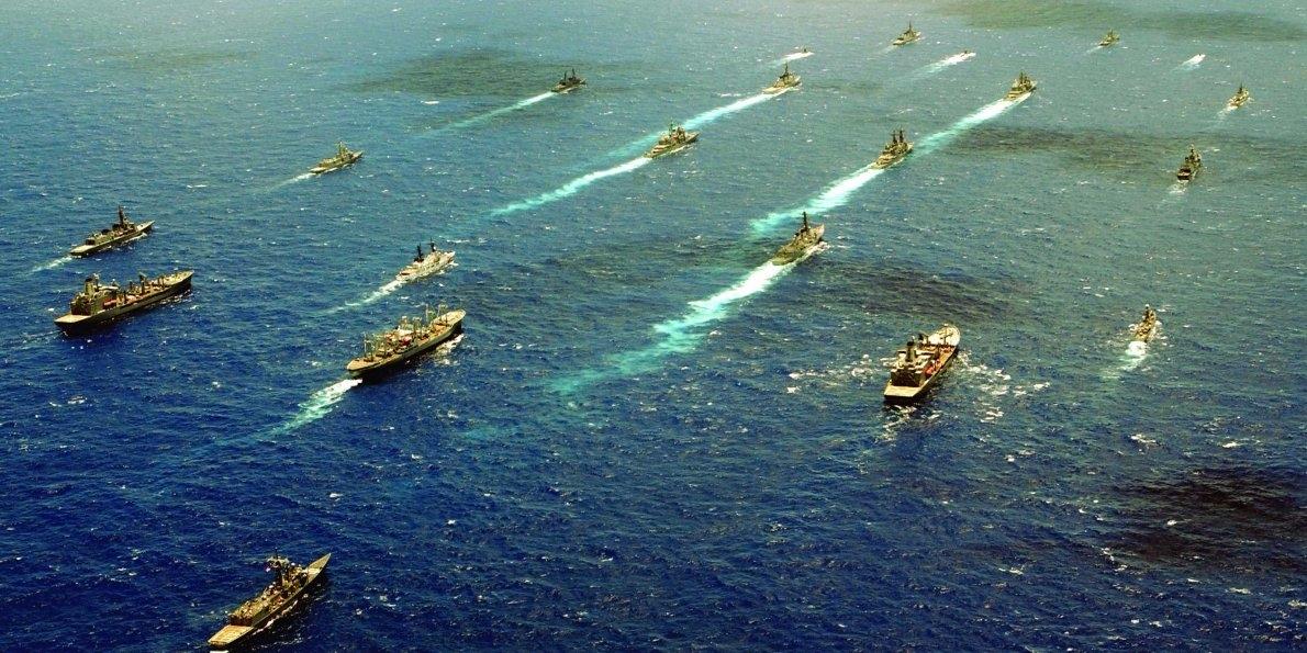 Participants from the RIMPAC 2000 exercise establish a flotilla off the coast of Kauai