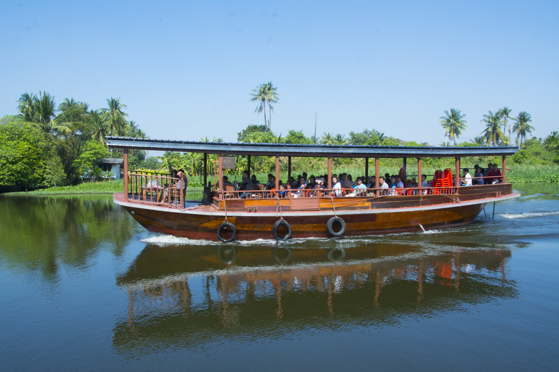 This sight seeing barge on the Tachin River is similar to what Khun Kanitha started with for her dinner boat